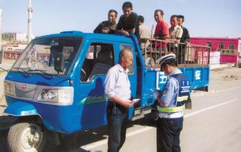 三无 农用车载人上路安全隐患多